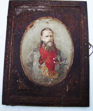 Историкам передавали в руки старинные иконы, картины, требующие реставрации, просили довезти до музея